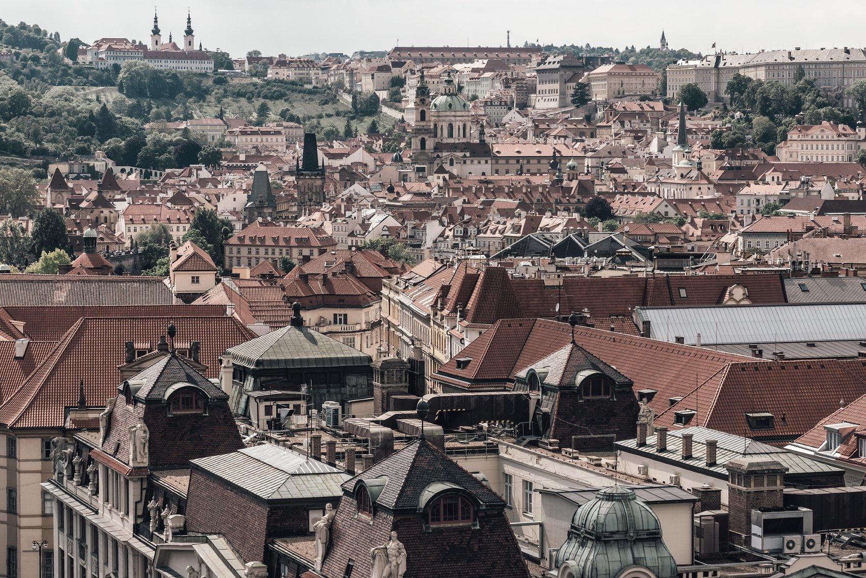 布拉格屋顶和城市景观 Prague Rooftops Cityscape插图(5)