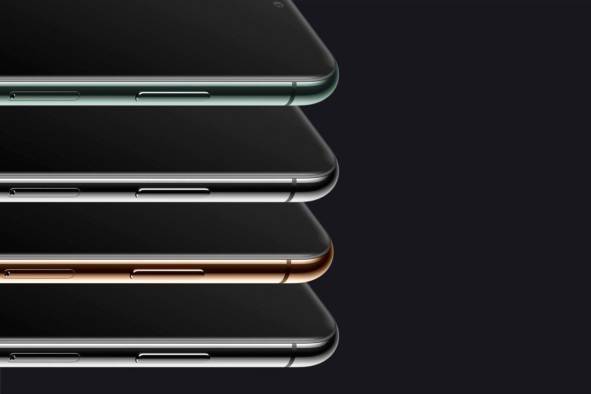 应用程序&网站UI界面设计预览图等距iPhone 11 Pro手机样机模板 Isometric iPhone 11 Pro Scene mockup插图5