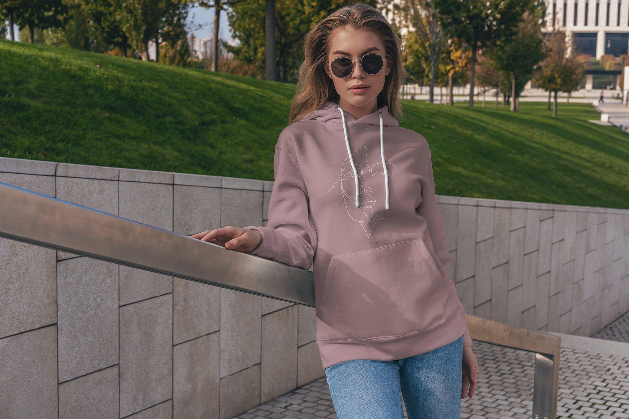 15款女孩连衣帽卫衣印花设计展示样机 Hoodie Mockup Street Fashion插图(1)