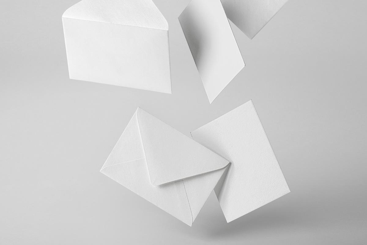 悬浮邀请卡信封设计展示样机模板 Gravity Psd Invitation Mockup插图(5)