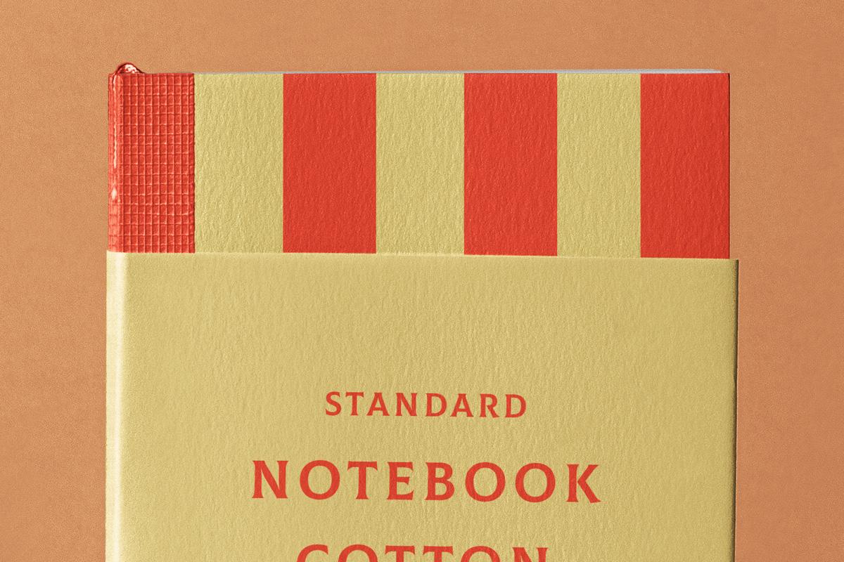棉面笔记本设计展示样机PSD模板 Cotton Psd Notebook Mockup插图(1)