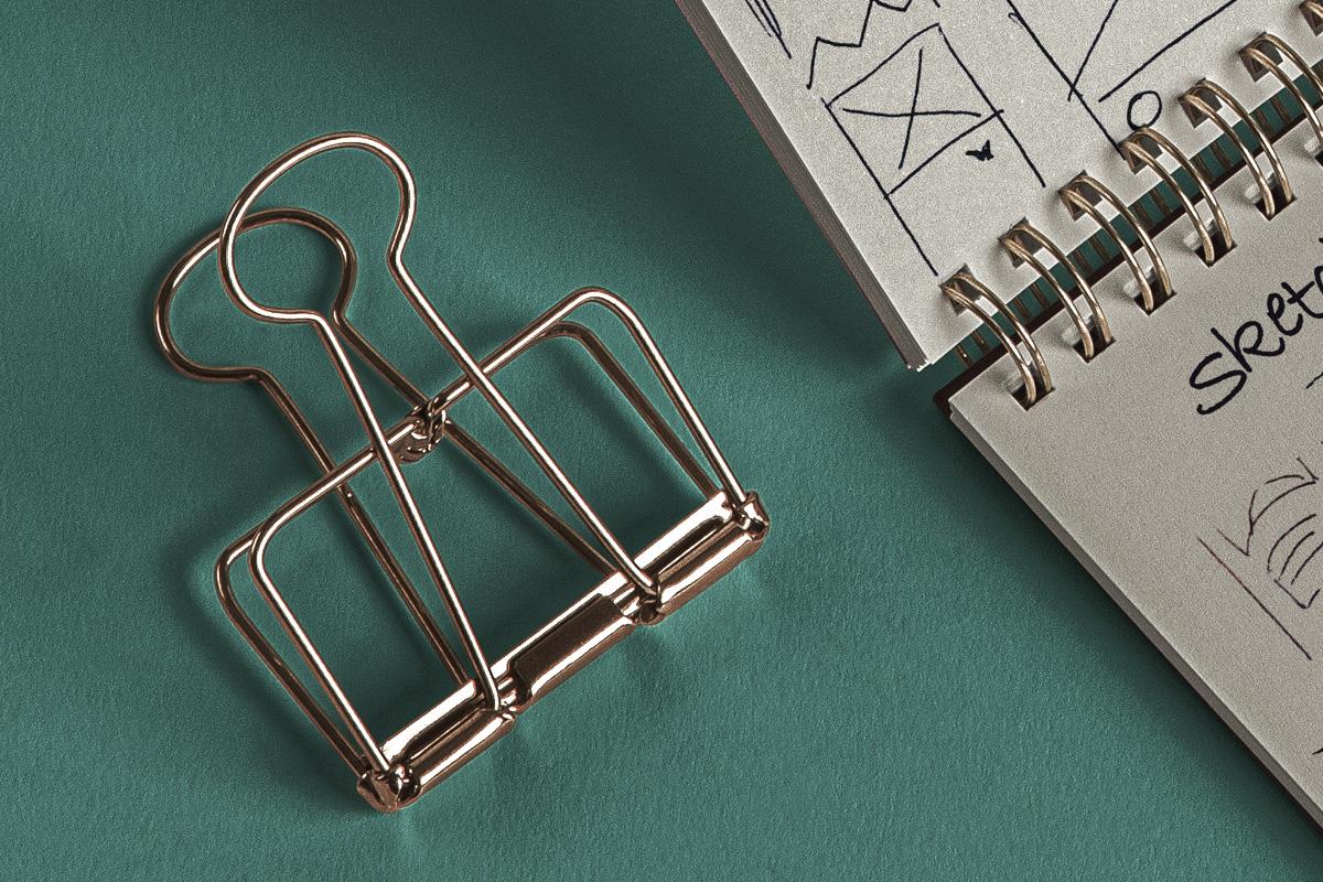 简约铁环笔记本包装盒设计展示样机模板 Desk Psd Ringed Notepad Mockup插图(2)