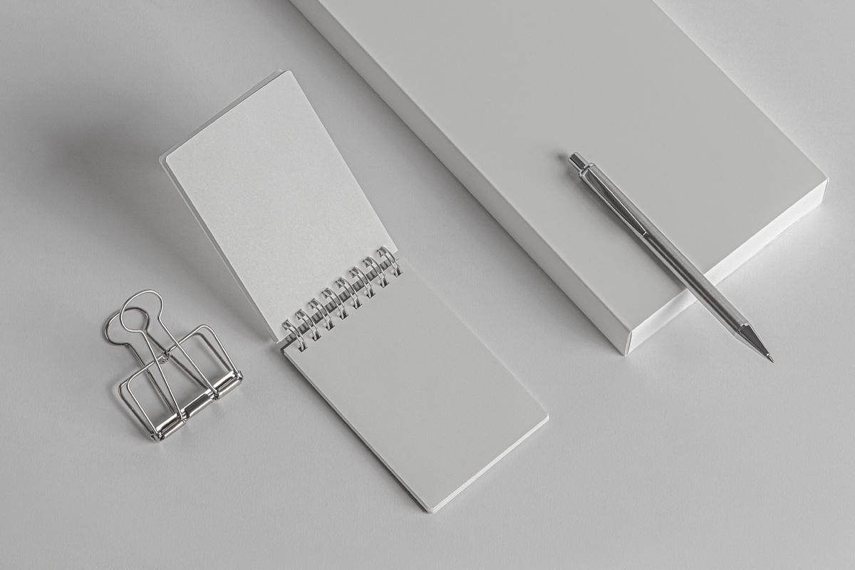 简约铁环笔记本包装盒设计展示样机模板 Desk Psd Ringed Notepad Mockup插图(5)