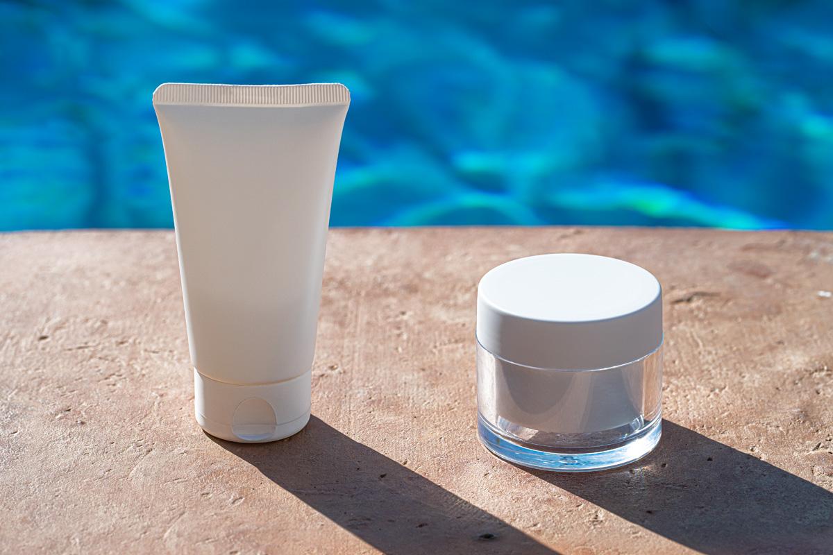 奶油软管化妆品包装设计展示贴图样机 Outdoor Psd Cosmetic Mockup Set Vol2插图5