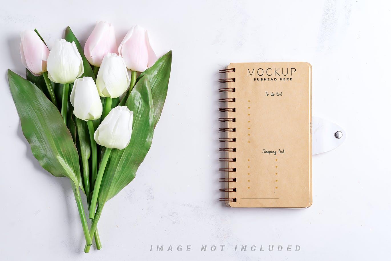 11个优雅婚礼印刷品场景样机PSD模板素材 Tulips Scene Mockup On Stone插图2