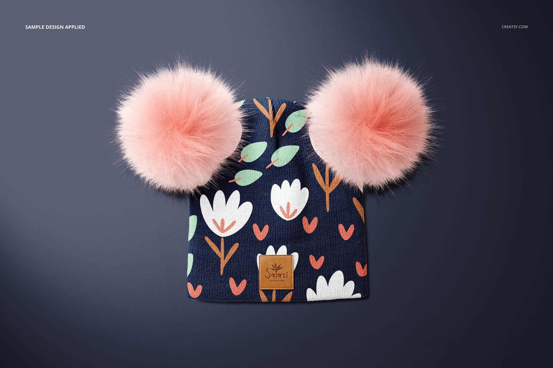 毛绒绒绒儿童毛线无檐小便帽设计展示样机集 Beanie with Fur Pompons Mockup Set插图6